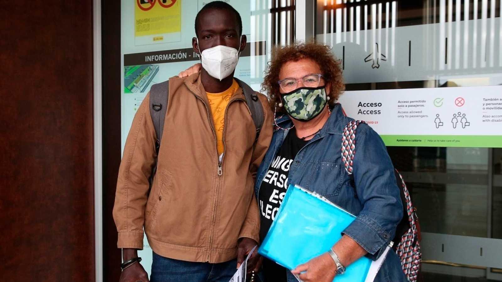 La historia de Youssouf e Isabel: un abrazo que traspasa fronteras
