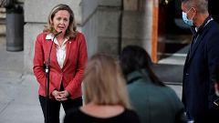 Calviño pide a bancos minimizar impactos en empleo y critica los altos bonus