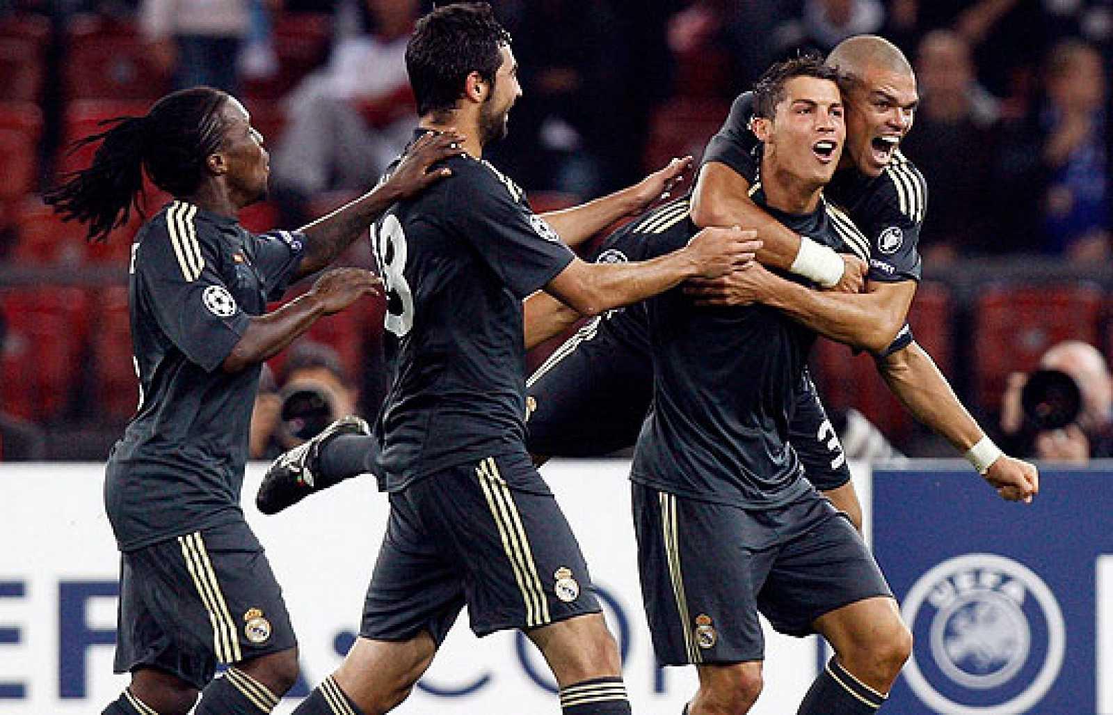 El Madrid ganó 2-5 en su debut en Liga de Campeones ante el Zúrich. El gran protagonista de la noche fue Cristiano Ronaldo, que anotó dos tantos de falta. Raúl, Higuaín y Guti completaron la goleada.