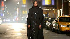 Michael Kors celebra sus 40 años en la moda haciendo desfilar a Naomi Campbell por Nueva York