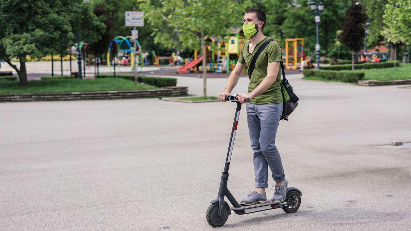 Conocer las normas de seguridad vial, la asignatura pendiente de numerosos usuarios de bicicletas y patinetes