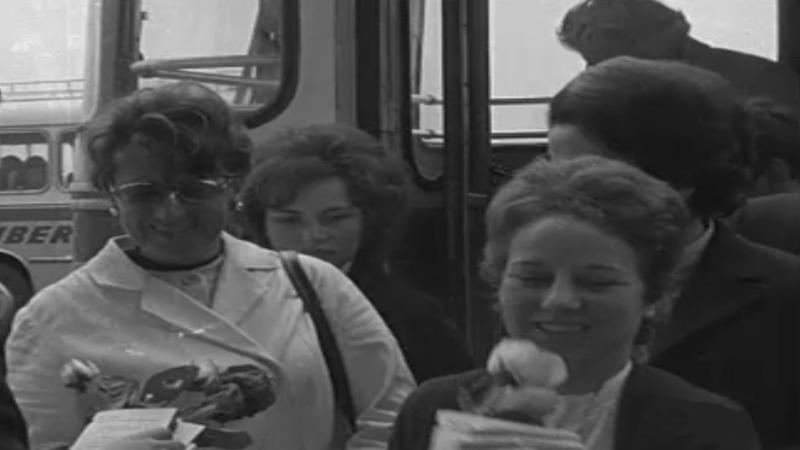 Arxiu TVE Catalunya - Diada de Sant Jordi a l'Aeroport del Prat - 1972