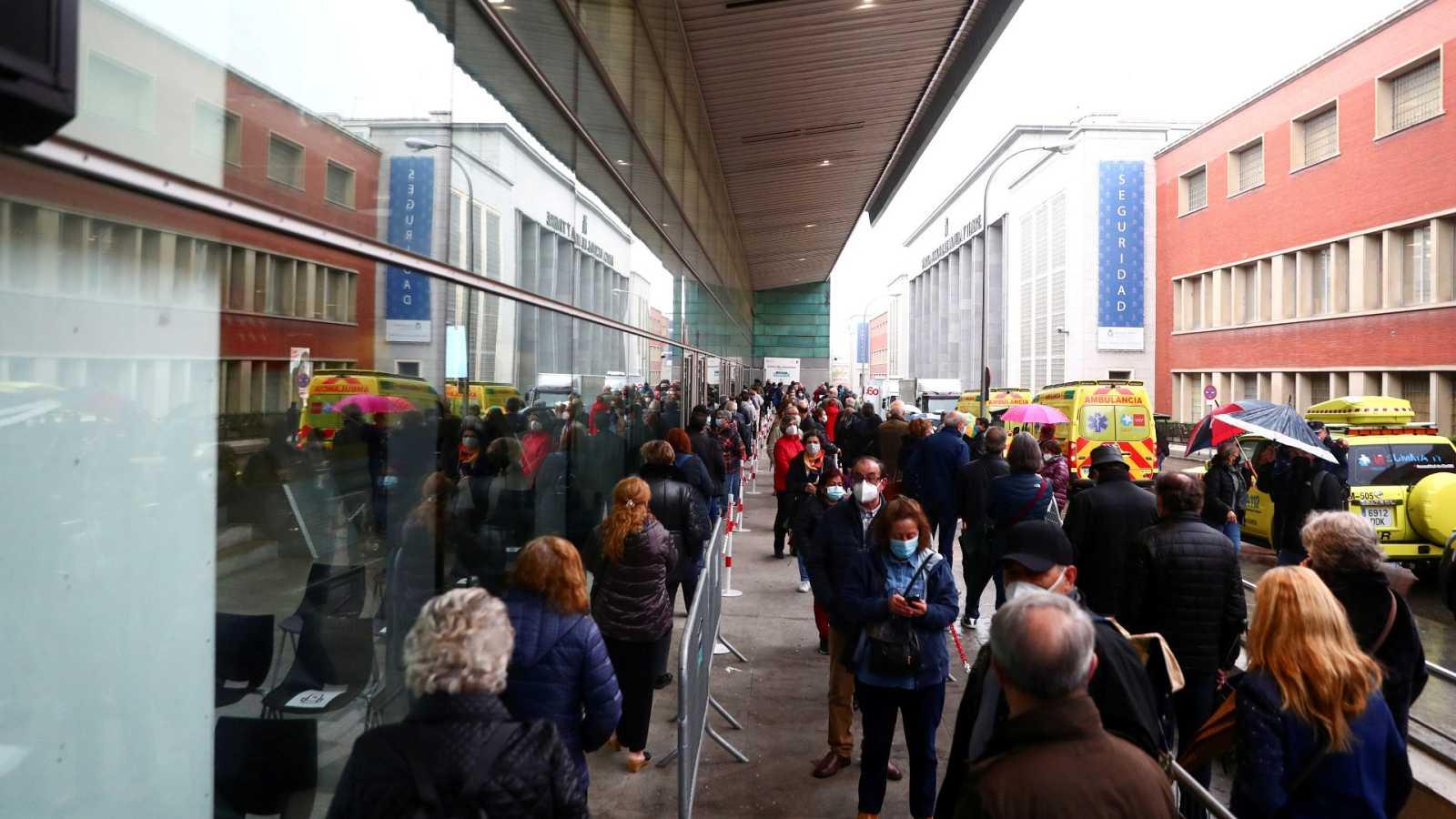 Madrid eleva el umbral de las restricciones de movilidad a 500 casos y prorroga el toque de queda