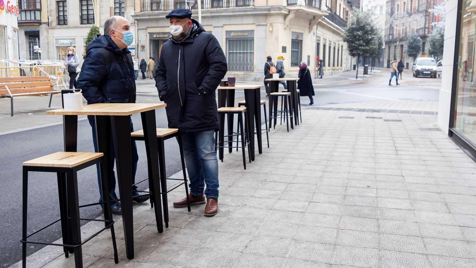 Los españoles acuden menos a los bares, que notan cómo ha caído el consumo por el coronavirus