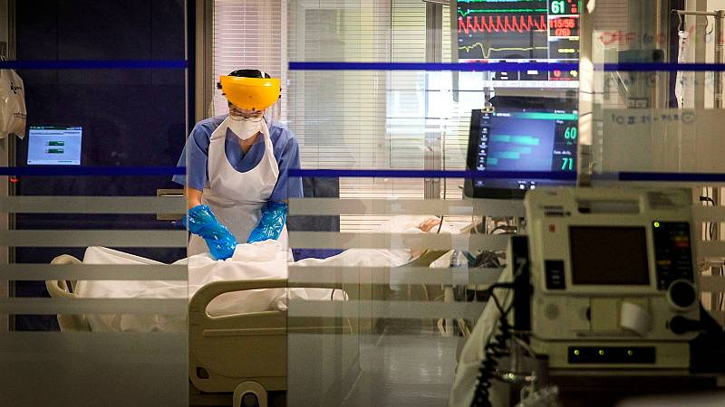 Baja la edad media de los pacientes de coronavirus en UCI