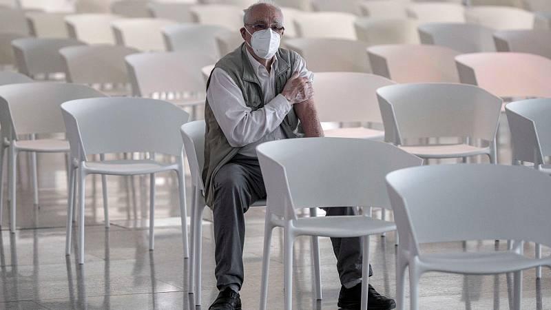 Los números dan la razón a las vacunas: los brotes en residencias se desploman un 93%
