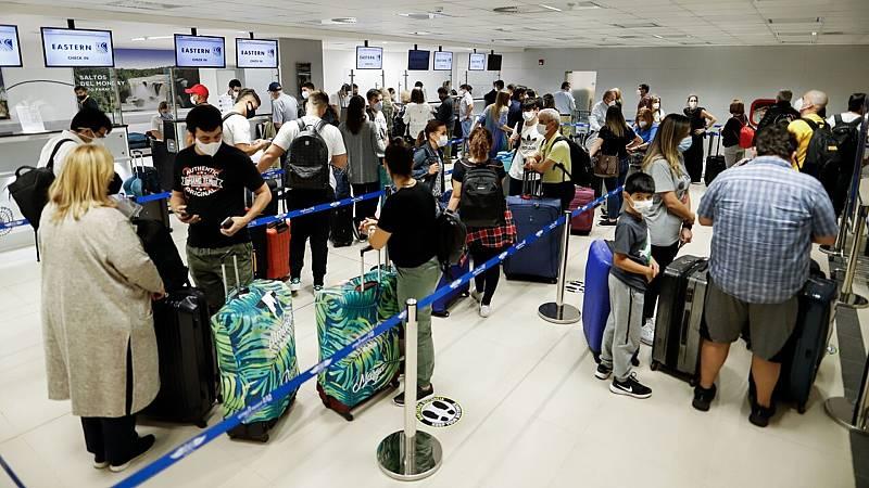 Muchos bonos que las aerolíneas dieron al comienzo de la pandemia están a punto de caducar  - Ver ahora