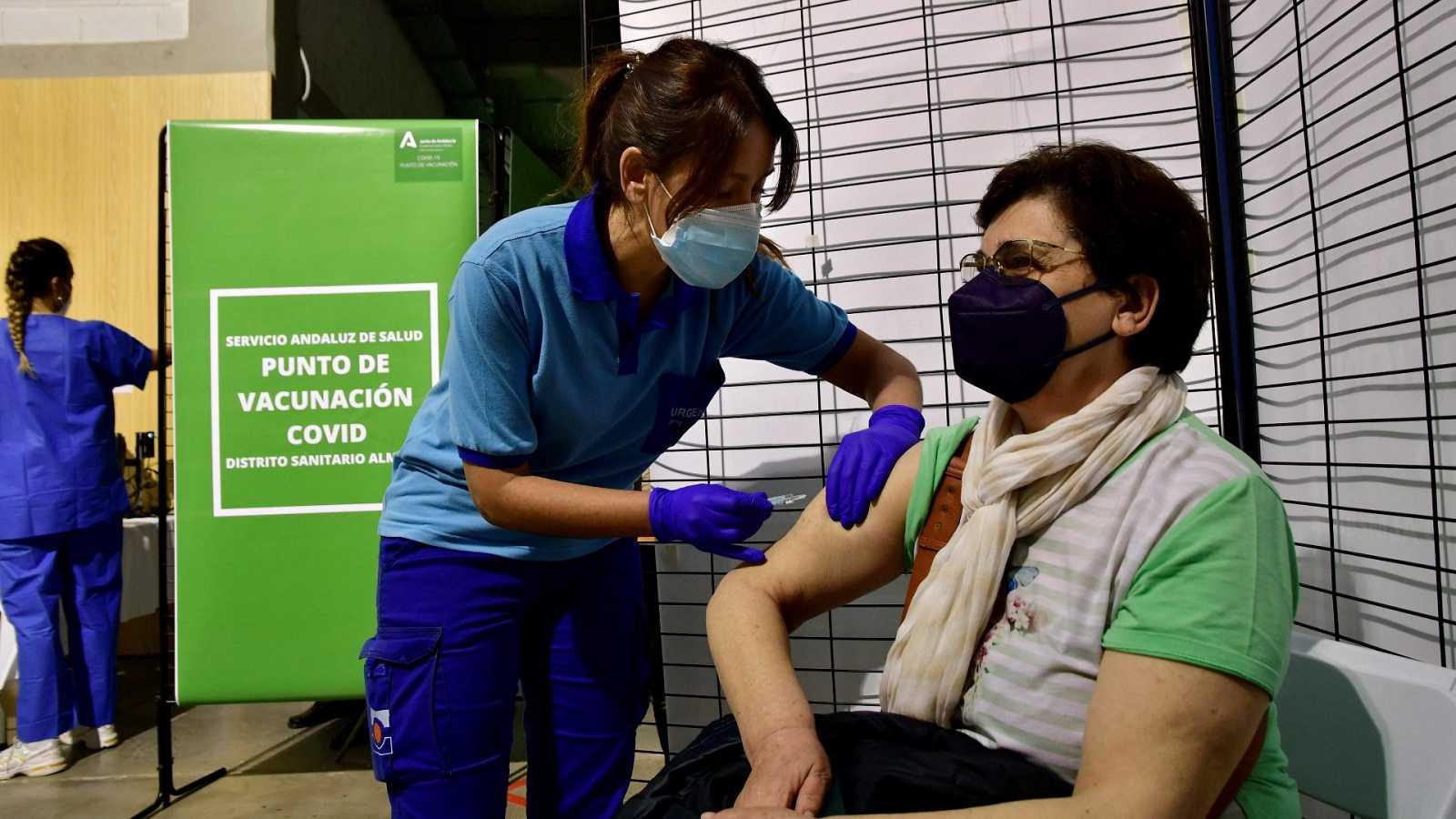 La vacunación evitará alcanzar los picos de la segunda y tercera ola