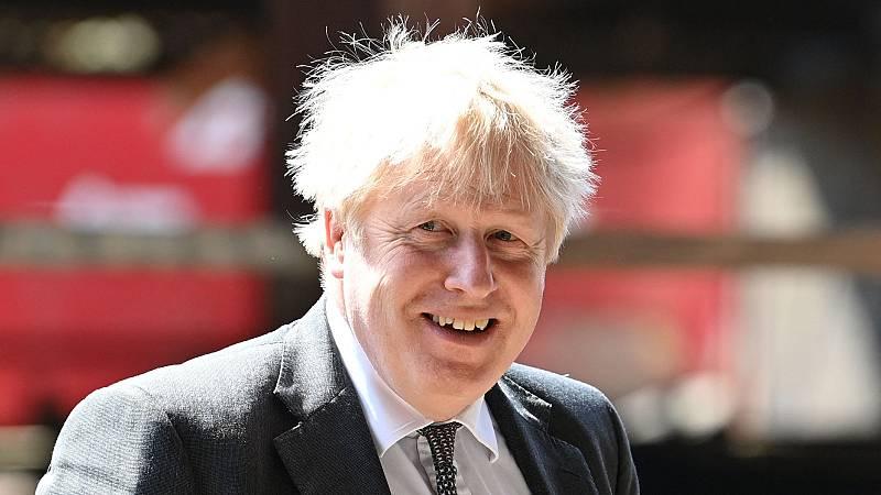 Las polémicas cercan a Boris Johnson, acusado de comentarios insensibles sobre la pandemia