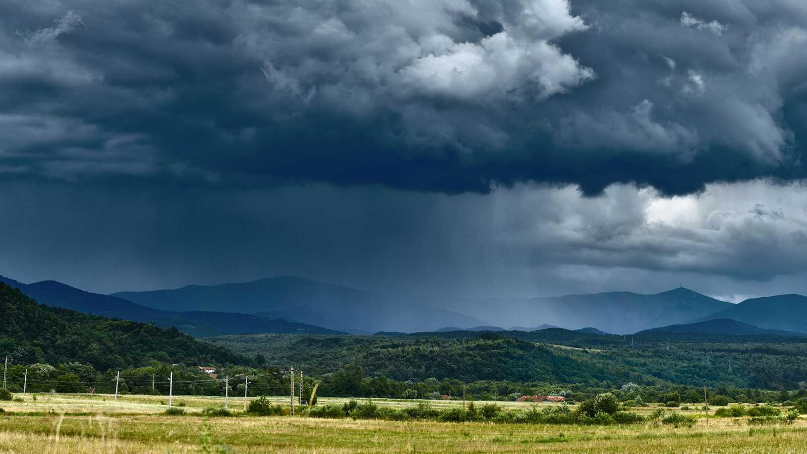 Chubascos y tormentas localmente fuertes en amplias zonas de la Península - Ver ahora
