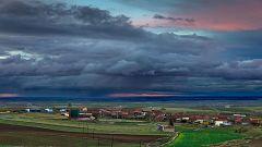 Chubascos y tormentas localmente fuertes en el este del sistema Central y entorno del sistema Ibérico