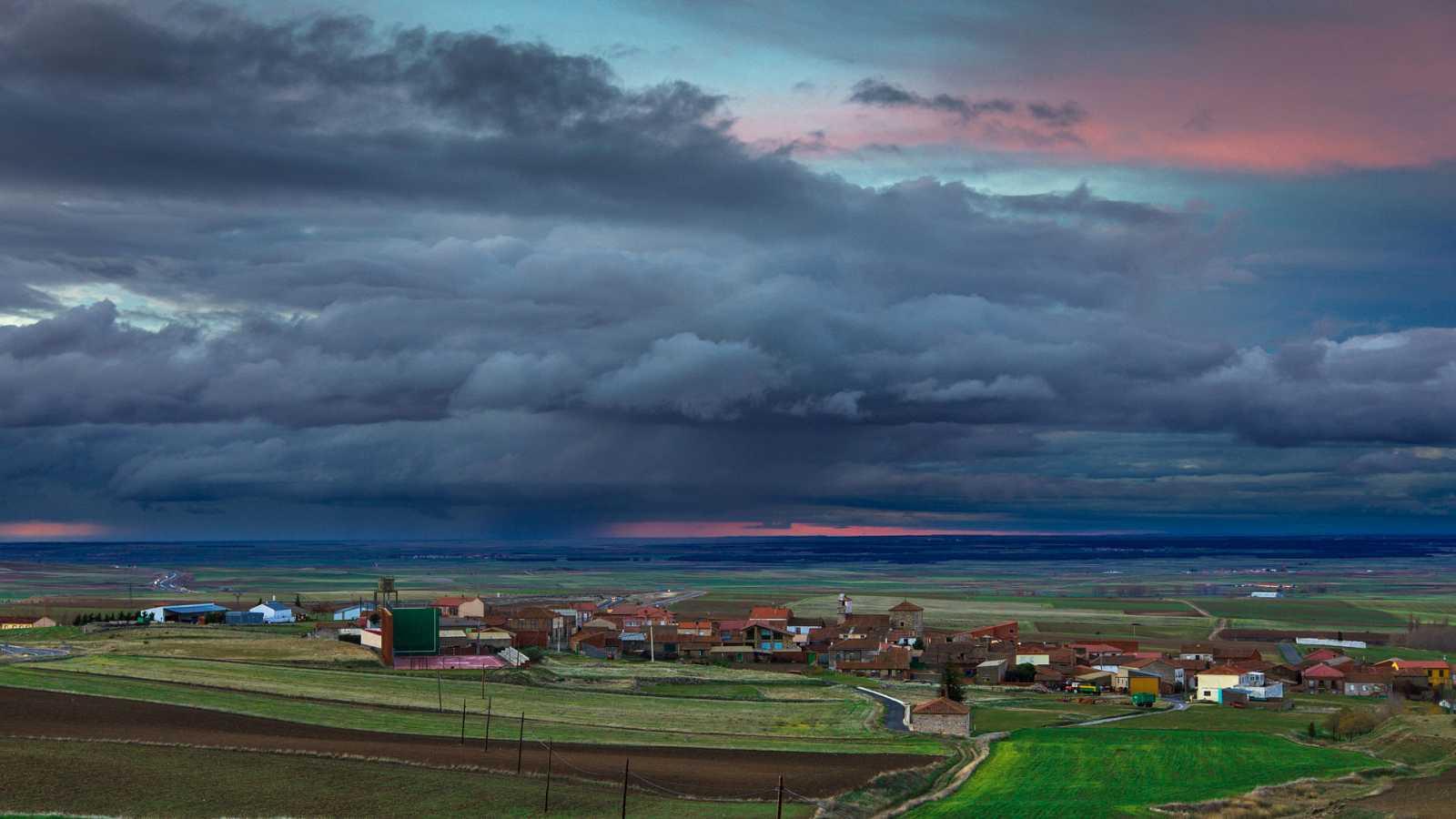 Chubascos y tormentas localmente fuertes en el este del sistema Central y entorno del sistema Ibérico - Ver ahora