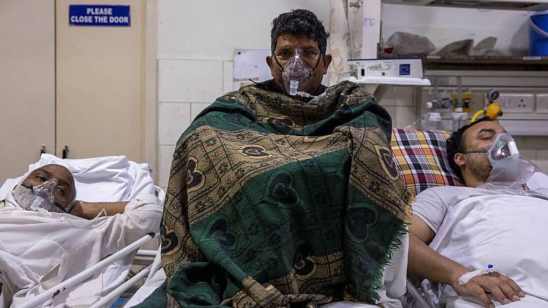 India bate récords de muertos y contagiados y sufre un colapso sanitario