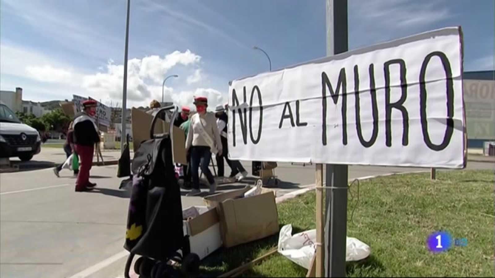 Protesta contra el muro de la vía ferroviaria que atravesará Navalmoral de la Mata - 30/04/2021