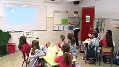 Els alumnes d'una escola de la Pobla de Vallbona coneixen la pilota de la ma de Puchol II