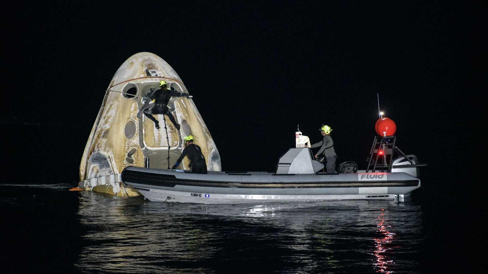 La cápsula Resilience de la misión espacial Crew-1 ameriza con éxito en aguas del Golfo de México