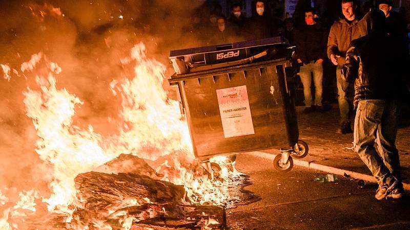 Grupos neonazis y negacionistas se enfrentan a la Policía en Alemania