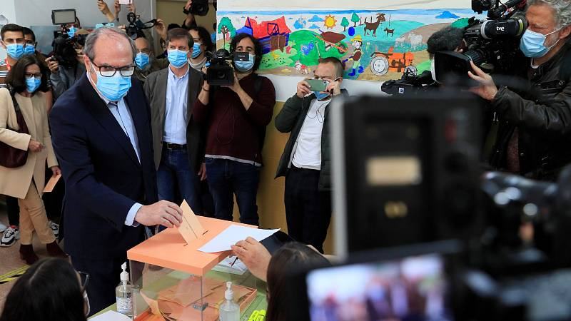 Ángel Gabilondo vota pasadas las doce del mediodía