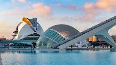 Valencianos redescubren la Ciudad de las Artes y las Ciencias