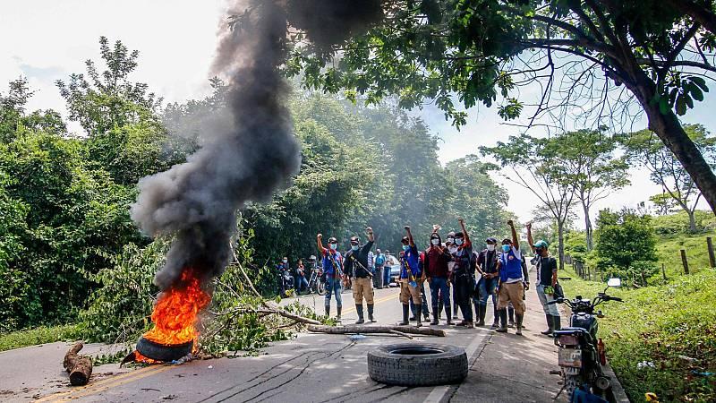 Una semana de protestas en Colombia: manifestantes prenden fuego a varias comisarías