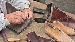 Aquí la Tierra - Saltamos en el tiempo: visitamos el medievo para ver cómo se hacían los zapatos