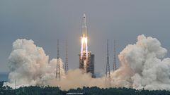 Medio mundo, en alerta por la caída del cohete chino que orbita de forma descontralada sobre la Tierra