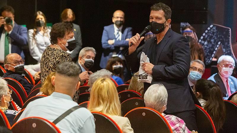 Antonio Banderas homenajea a los mayores en el teatro Soho de Málaga
