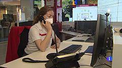 Cientos de voluntarios de Cruz Roja ayudan a través de un teléfono gratuito