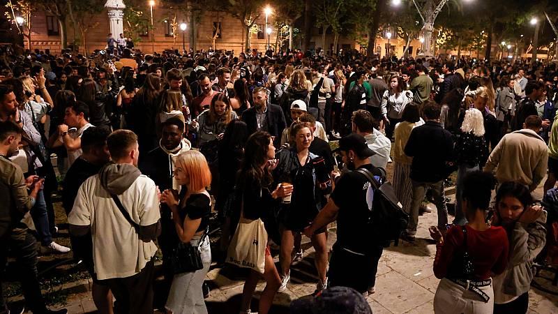 Aglomeraciones en las calles durante la primera noche sin toque de queda