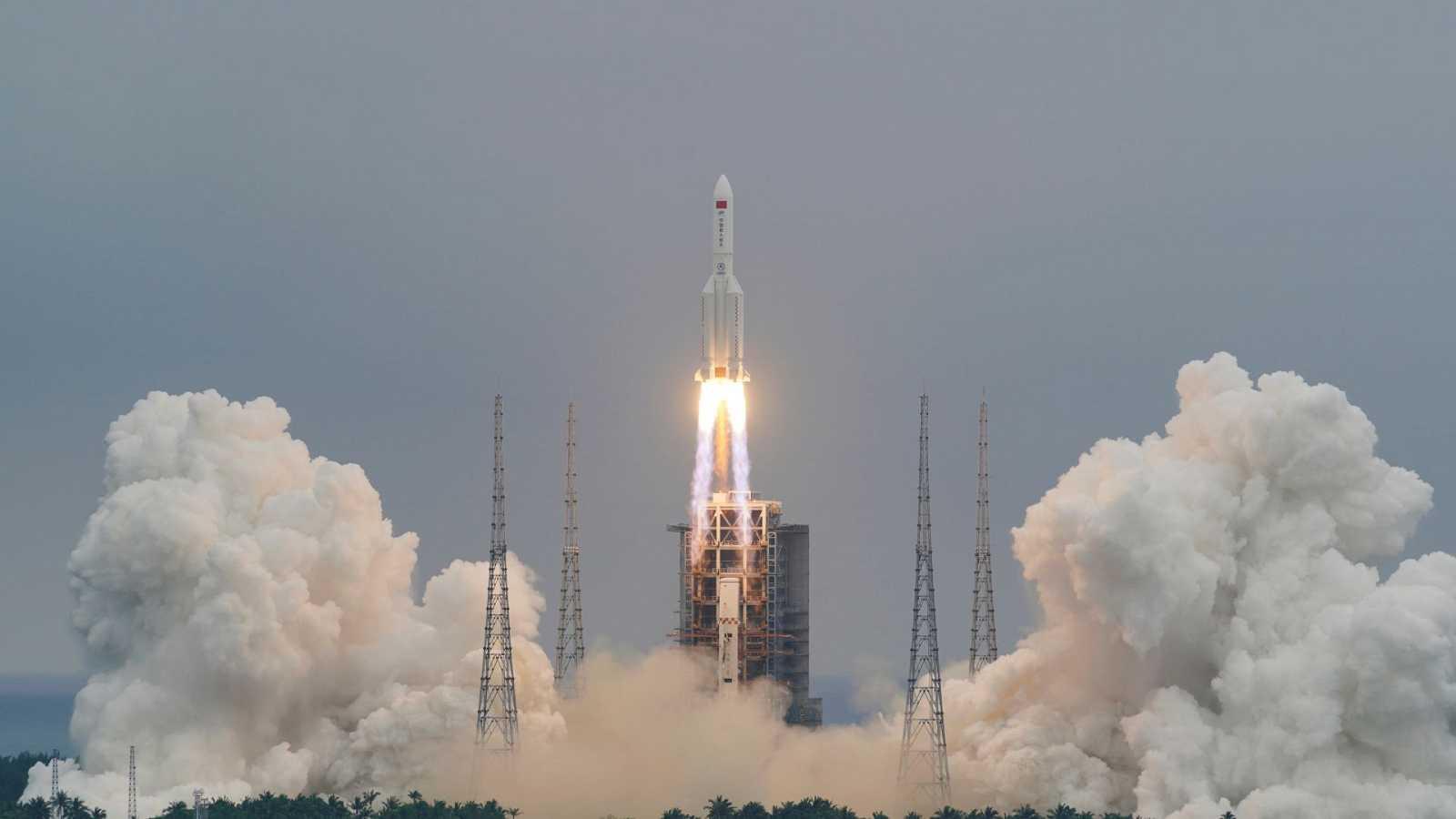 Los restos del cohete chino sin control caen en el océano Índico