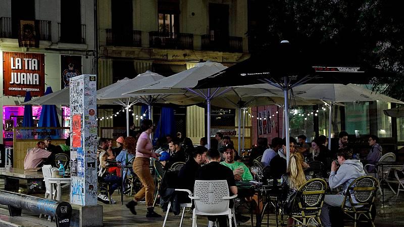 La hostelería respira aliviada con nuevos horarios mientras que el ocio nocturno reclama su sitio
