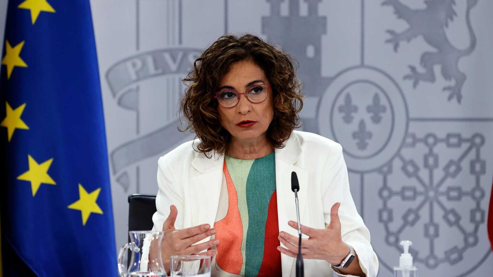 """María Jesus Montero pide """"no bajar la guardia"""" pese al fin del estado de alarma"""