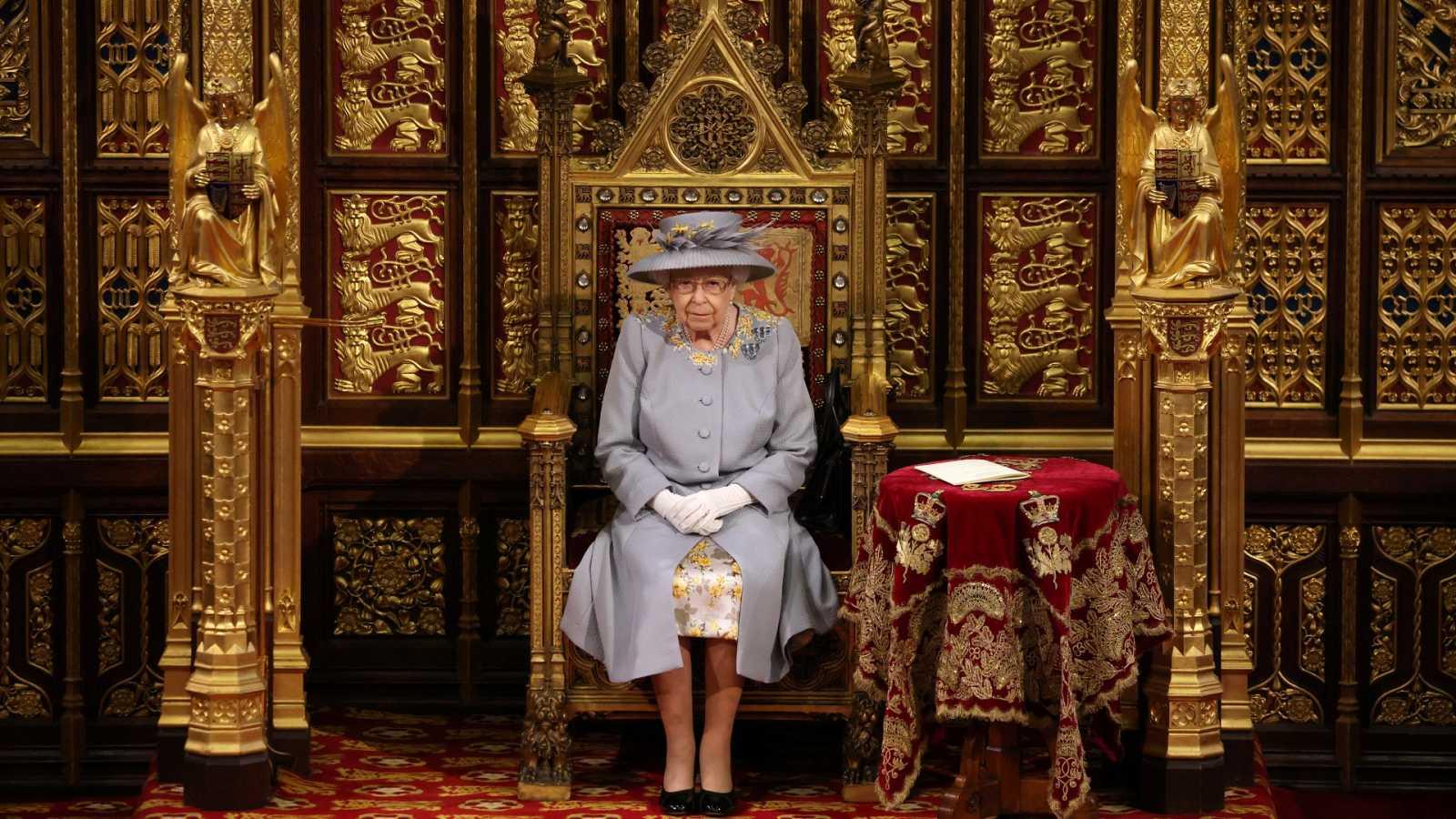 La Reina de Inglaterra abre el curso parlamentario con un discurso, el primero desde la muerte de su marido