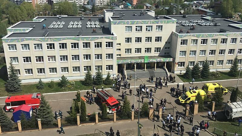 Mueren siete niños en un tiroteo en una escuela en Rusia