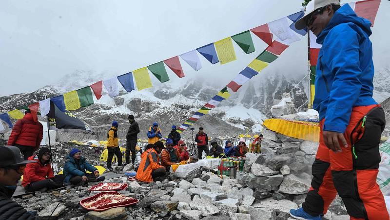 El COVID se abre paso en el Himalaya