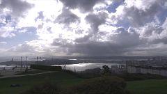 Intervalos de viento fuerte en la costa gallega, costa Cantábrica, bajo y medio Ebro, Ampurdán, Baleares y Canarias. Probables tormentas en el entorno de la provincia de Gerona