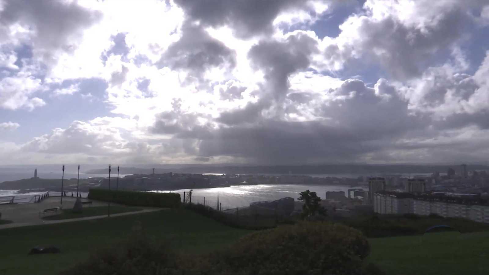 Intervalos de viento fuerte en la costa gallega, costa Cantábrica, bajo y medio Ebro, Ampurdán, Baleares y Canarias. Probables tormentas en el entorno de la provincia de Gerona - ver ahora