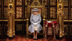 La Hora de La 1 - Isabel II reaparece tras la muerte de Felipe y lanzará una línea de cerveza