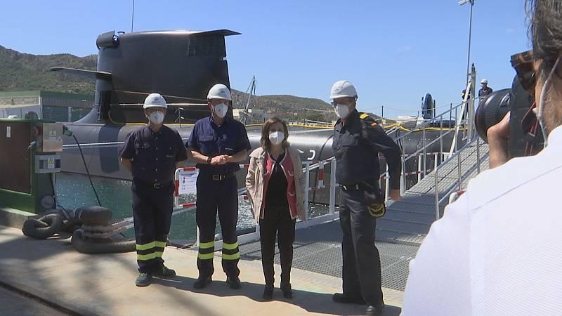 La ministra Margarita Robles visita el astillero de Cartagena tras la puesta a flote del S-81