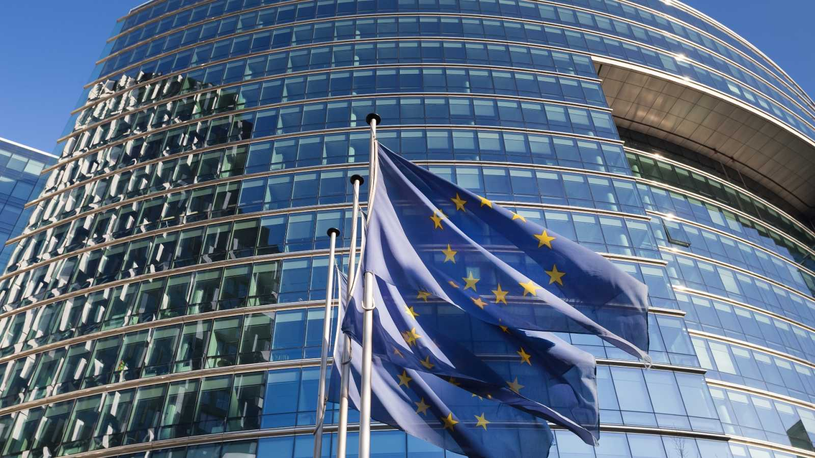 Brusela mejora la previsión del PIB de España y fija en 2022 la salida de la crisis