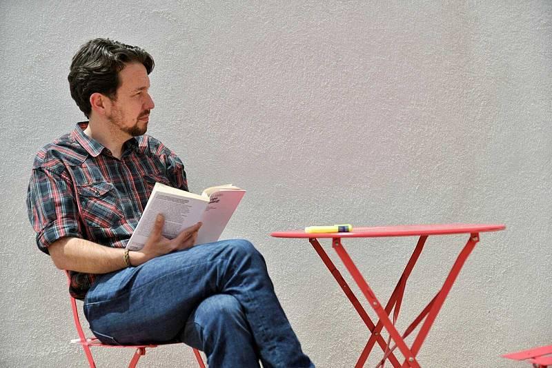 Pablo Iglesias cambia de imagen tras dejar la política: se corta la coleta