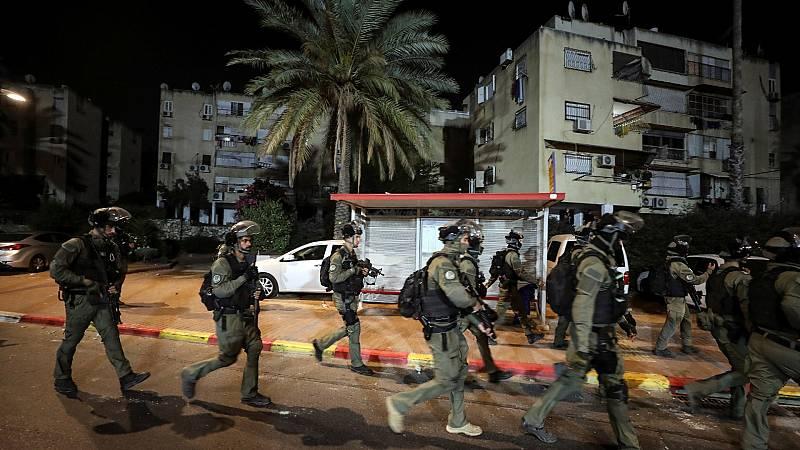 """La violencia en Lod, una ciudad en el centro de Israel, alcanza niveles de """"guerra civil"""" según su alcalde"""