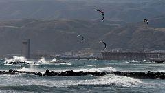 Intervalos de viento fuerte en Galicia, Cantábrico y Canarias. Precipitaciones que podrían ser localmente fuertes y persistentes en el extremo oeste de Galicia