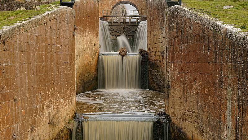 80 cm - La esclusa cuádruple del Canal de Castilla
