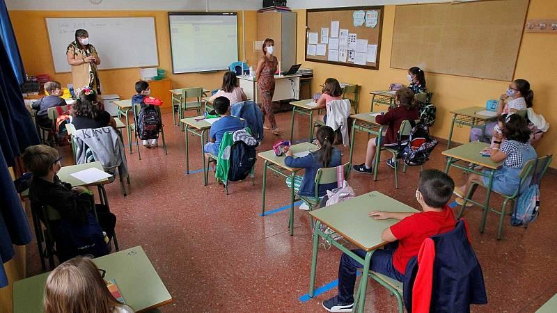 Sanidad y Educación proponen una 'vuelta al cole' en septiembre de 2021 con clases presenciales, mascarilla obligatoria y menos distancia