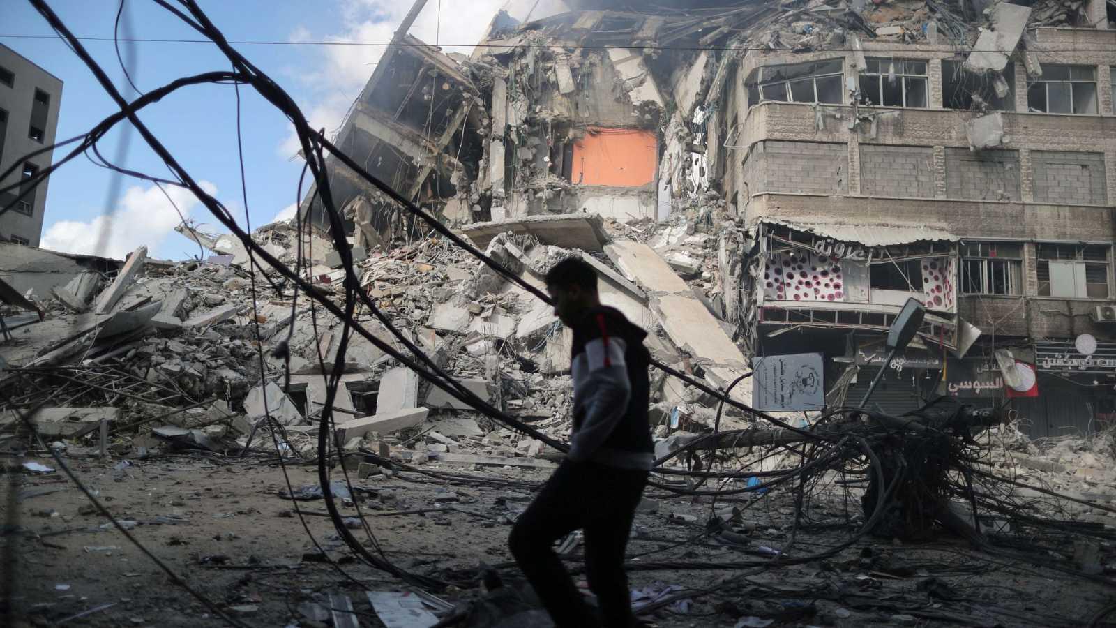 Israel continúa bombardeando Gaza, mientras Hamás mantiene su ofensiva