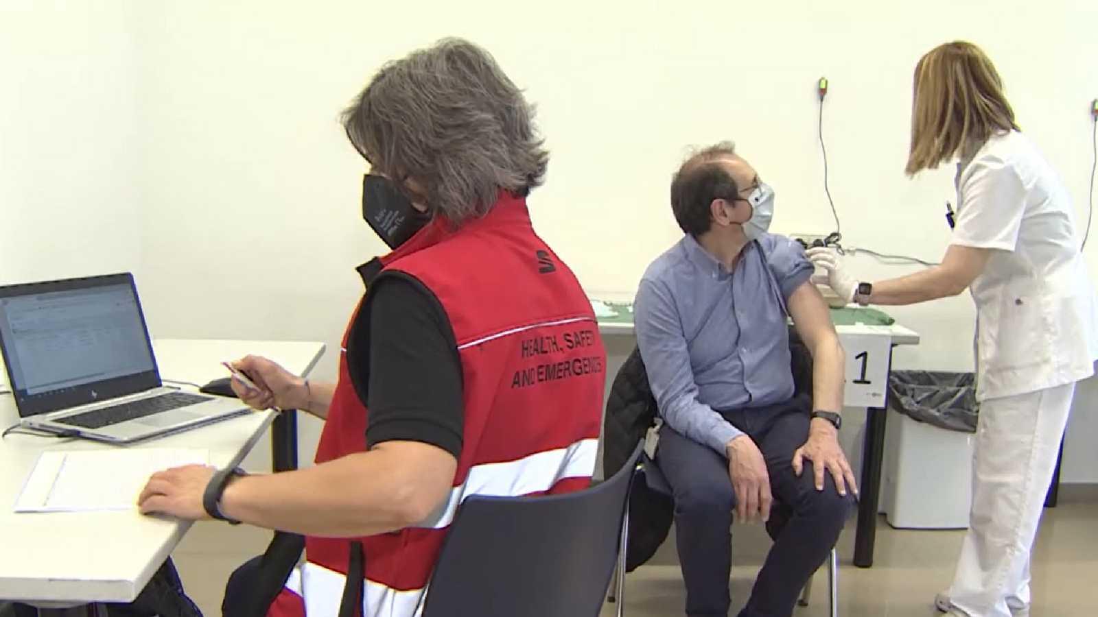 Seat se convierte en la primera empresa en vacunar a su plantilla contra el coronavirus