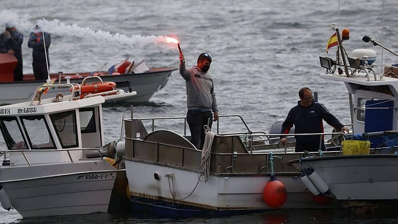 A frota de baixura rexeita o regulamento de control pesqueiro