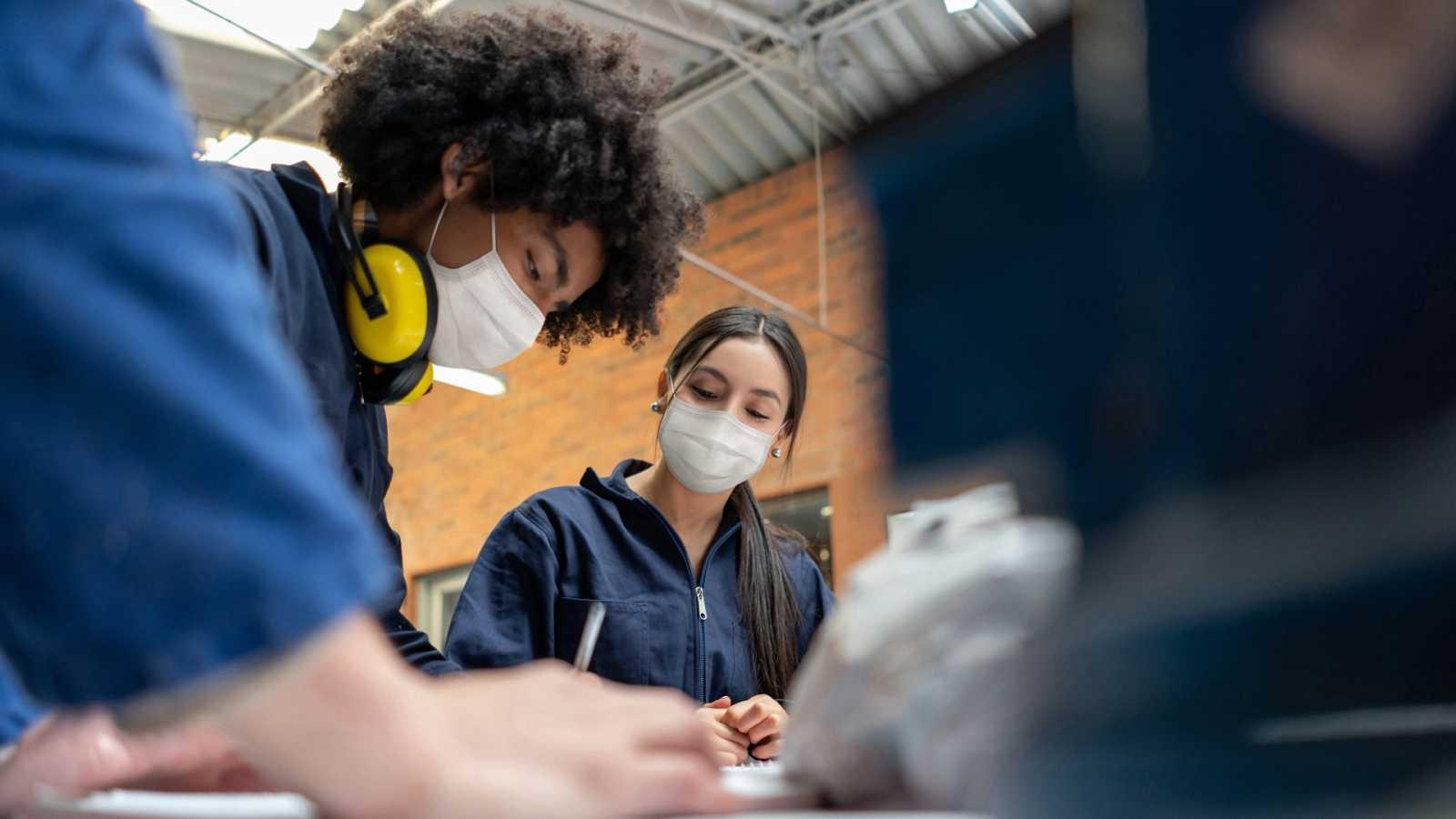 Los estudiantes recuperan las prácticas presenciales en empresas