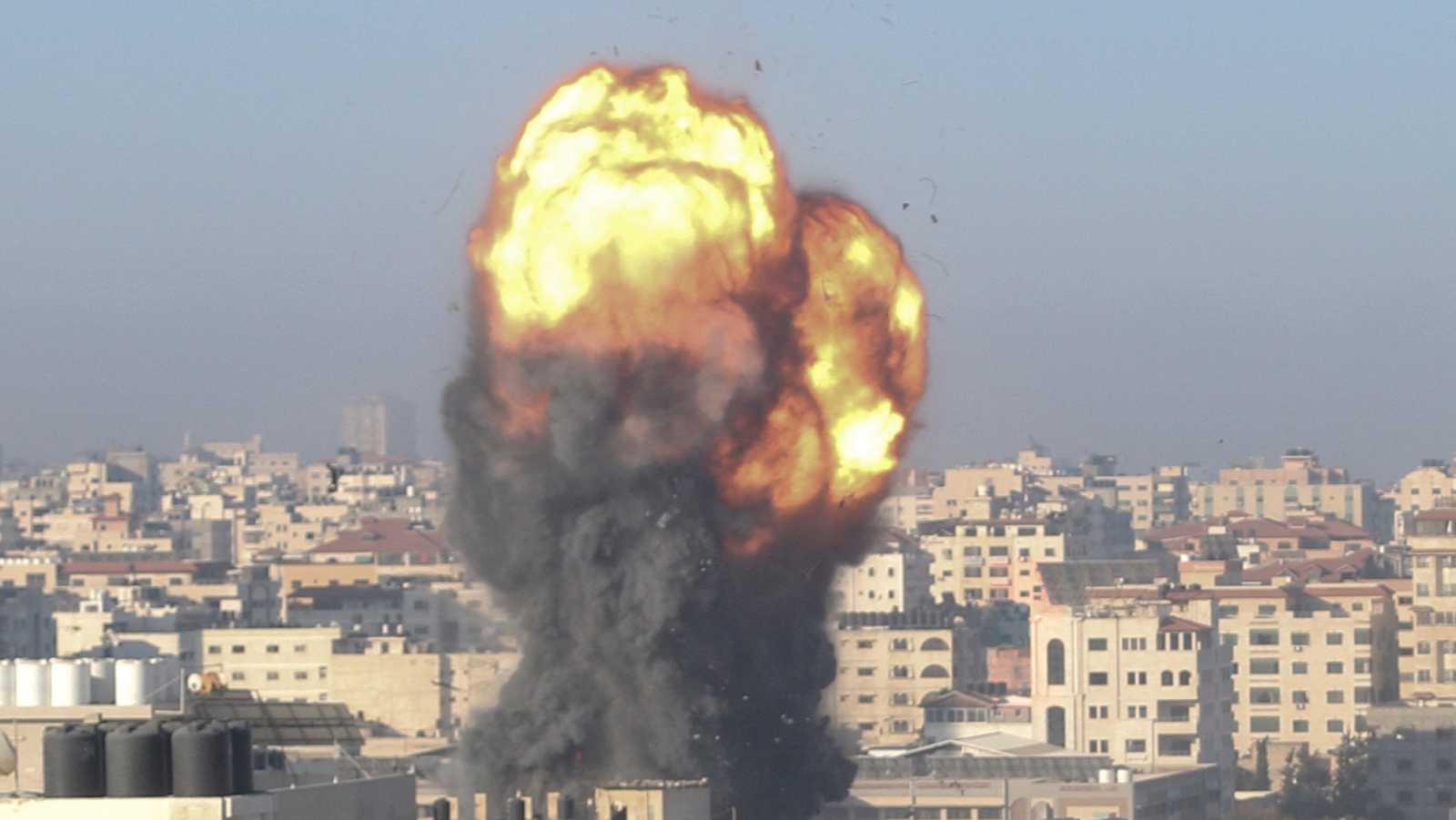 Nueva madrugada de bombardeos y ataques entre Israel y Gaza